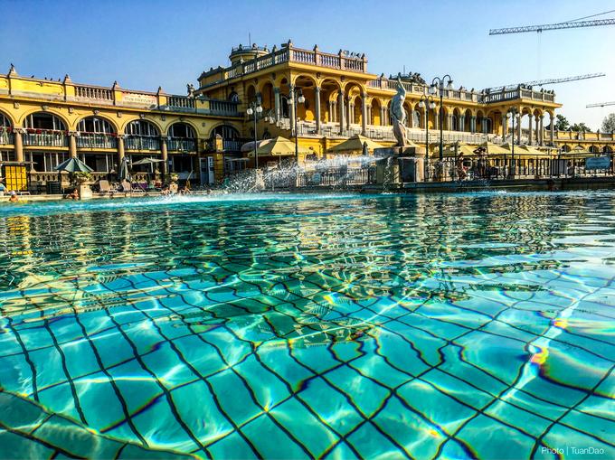 Khu bể bơi khoáng nóng đẹp như cung điện ở Budapest