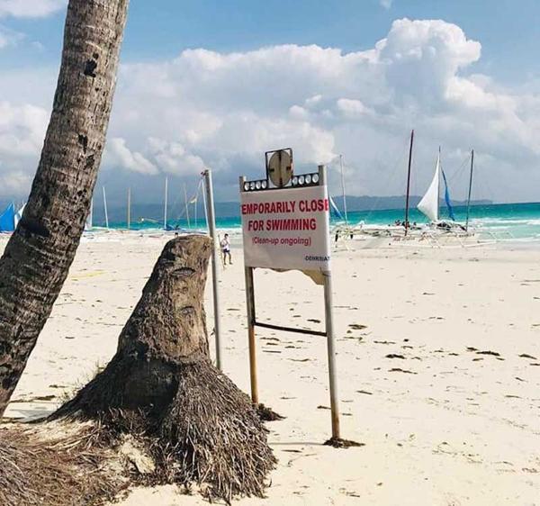 Biển cấm bơi ở khu vực đang dọn dẹp tại Boracay, Philippines. Ảnh: DENR.