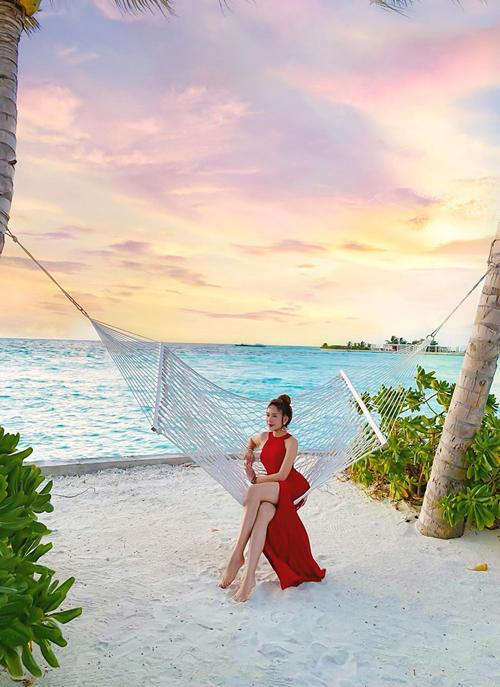 Khách du lịch đến Maldives thường book tour trọn gói. Nhà Lý Hải - Minh Hà cũng lựa chọn một gói tour ở 2 resort là Club Med Kani Resort Maldives và Club Med Finolhu theo dạng all exclusive. Gói này bao gồm toàn bộ vé máy bay, chỗ ở, đồ ăn, tất cả các hoạt động vui chơi mà không cần phải trả thêm phí.