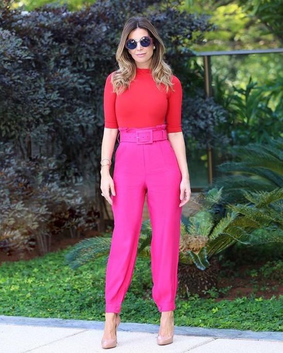 Một thời, phối trang phục đỏ và hồng thường bị mang tiếng chọn đồ kém đồng điệu. Nhưng từ mùa mốt 2017, đây lại là style được phái đẹp thế giới ưa chuộng.