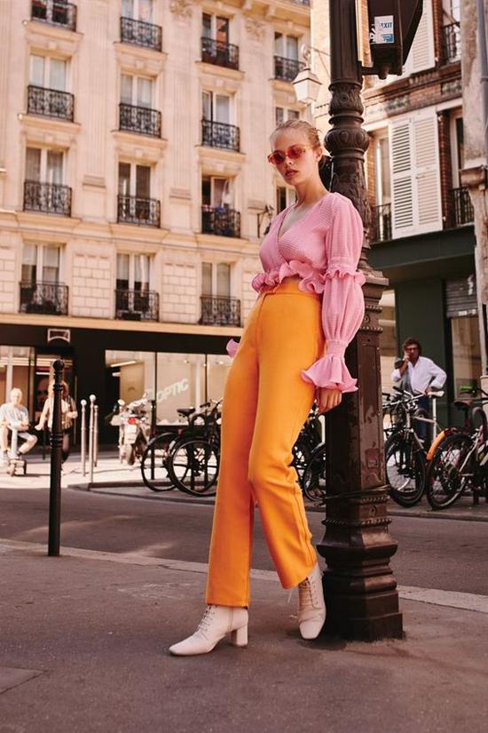 Cam nóng bỏng và hồng dịu ngọt cũng là hai tông màu được các fashionista yêu thích ở mùa mốt năm nay.