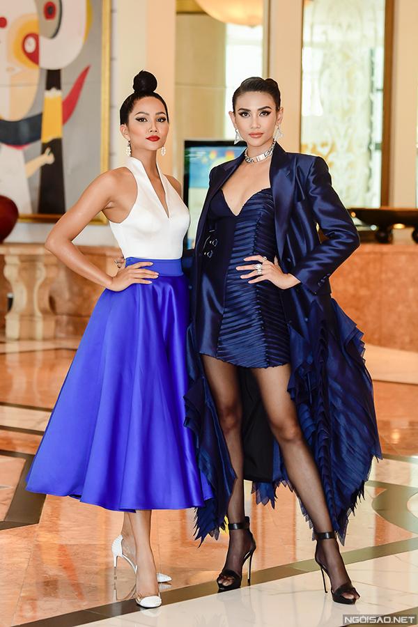 HHen Niê và Võ Hoàng Yến đọ dáng trước khi sự kiện chính thức diễn ra.