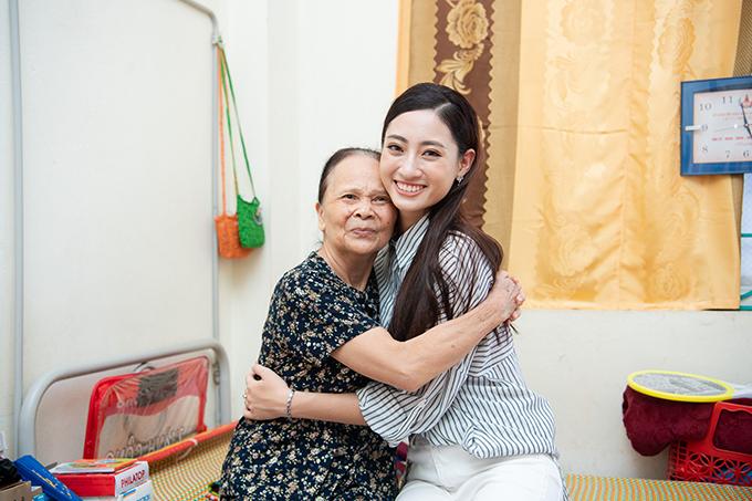 Sau khi đăng quang, Lương Thuỳ Linh chú trọng vào các hoạt động từ thiện để tiếp nối hành trình
