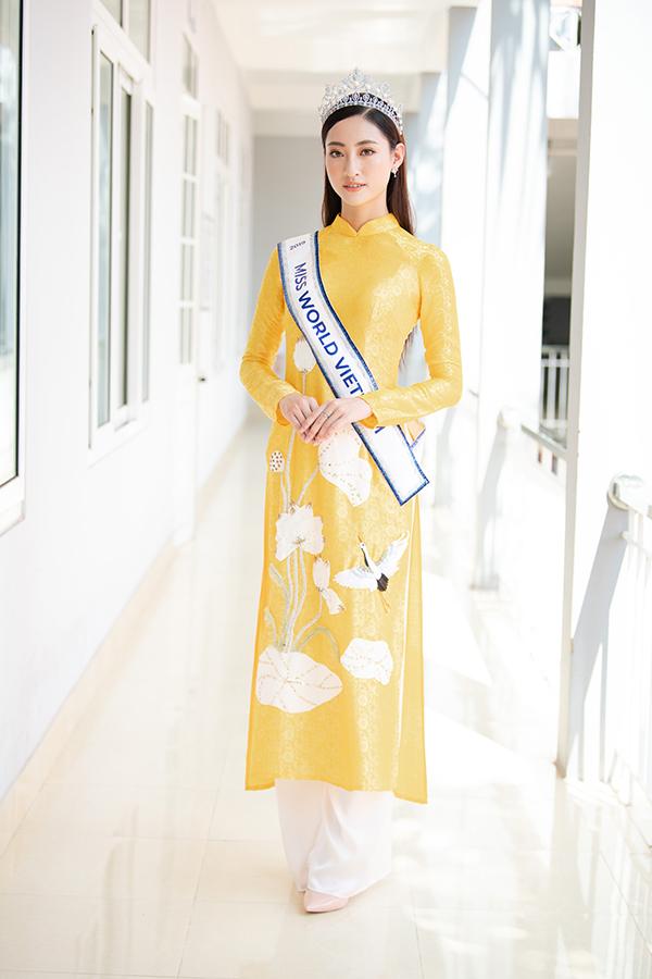 Ngày 16/8, Hoa hậu Thế giới Việt Nam 2019 về thăm trường THPT chuyên Cao Bằng tại thành phố Cao Bằng. Đây là nơi cô từng theo học suốt những năm tháng cấp 3.