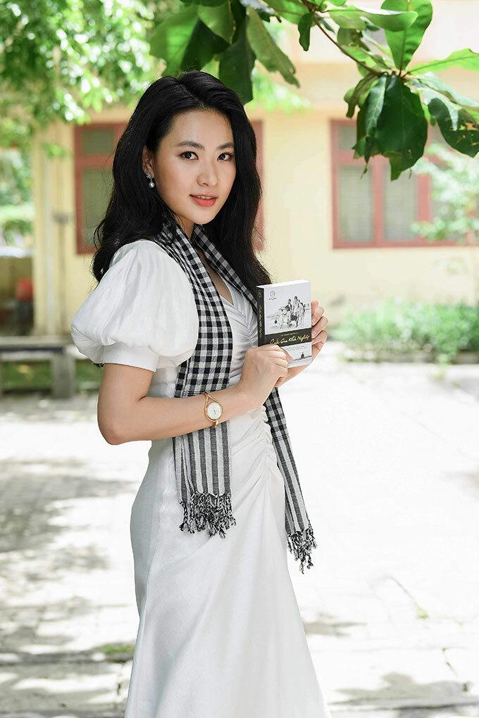 Diễn viên Minh Trang, Á hậu Lệ Hằng tặng sách sinh viên Đà Nẵng - 7