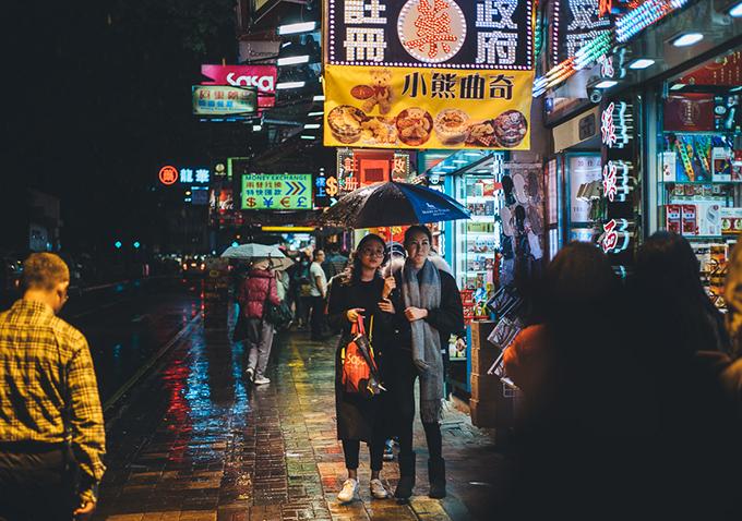 Trang phục tránh mặc khi du lịch Hong Kong lúc này - 1