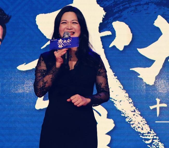 Trần Thiếu Hà lộ diện sau một tháng sinh con.