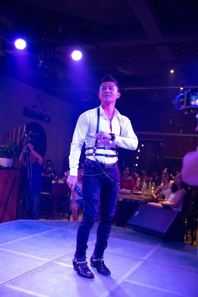 Lương Bằng Quang cũng là một khách mời đặc biệt của chương trình. Anh thường xuyên đồng hành cùng Hoa hậu Bùi Thị Hà trong nhiều sự kiện.