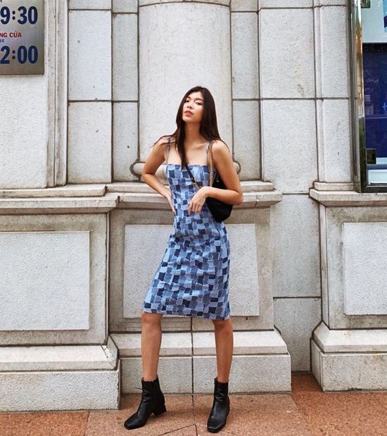 Váy jeans vá phối vải denim của Đồng Ánh Quỳnh là trang phục hợp với những cô nàng cá tính và yêu sự phá cách.