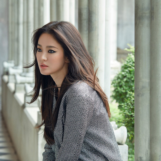 Song Hye Kyo mặc sexy hơn sau khi bỏ chồng - 1
