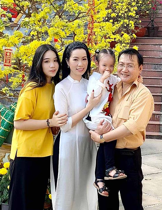 Gia đình NSƯT Trịnh Kim Chi.