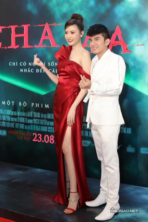 Ngọc Duyên và Đan Trường vui vẻ bắn tim, mừngtái ngộ sau 3 năm, kể từ khi đóngchung phim Cha ma.