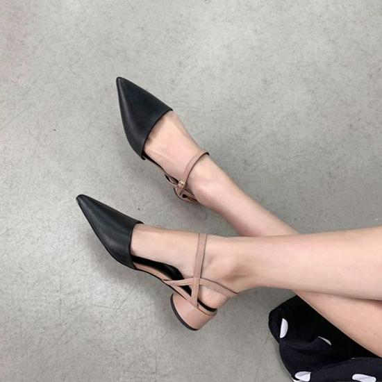 Sự phối hợp của thiết kế mũi nhọn, dây đan và đế thấp đã mang tới nhiều mẫu giày đề cao sự thoải mái và phù hợp với phái đẹp Sài Gòn. Bởi không khí phương Nam có nét đặc trưng là nóng ẩm, mưa nhiều.
