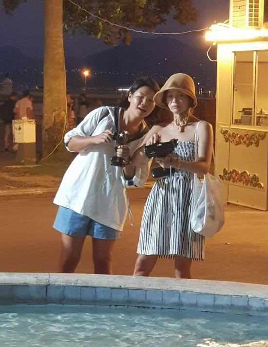 Song Hye Kyo sang Pháp giải sầu sau khi ly dị chồng - 4
