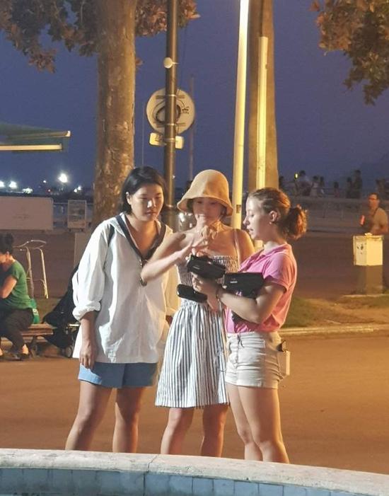 Trong khi Song Hye Kyo vui chơi, nghỉ dưỡng, chồng cô - Song Joong Ki gần như mất tích khỏi mọi phương tiện truyền thông.