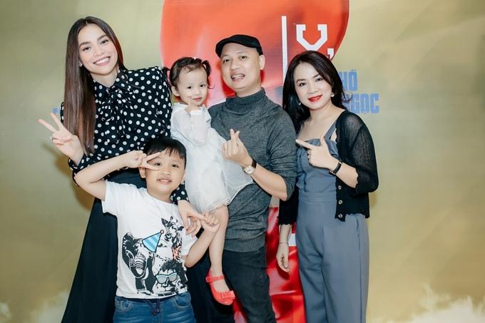 Nhạc sĩ Nguyễn Hải Phong đưa vợ con đến dự buổi tiệc thân mật của Hồ Ngọc Hà.