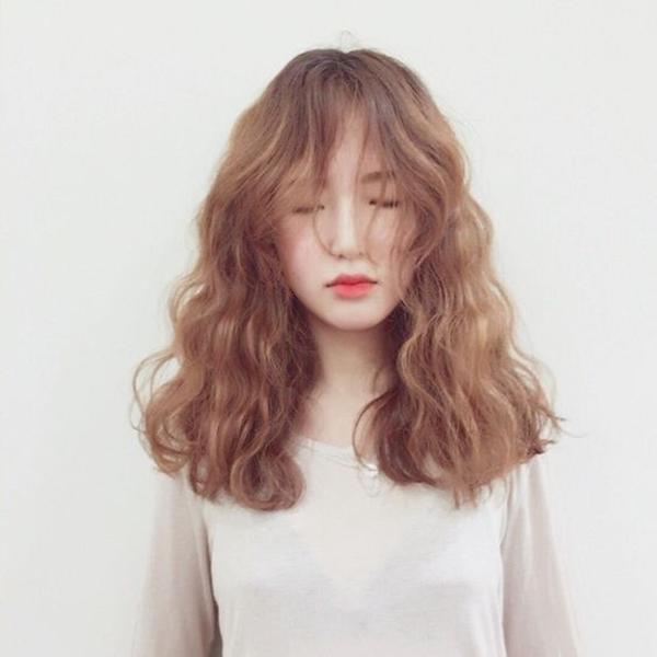 Kiểu uốn xoăn giúp hack tuổi, tóc dài hay ngắn đều xinh