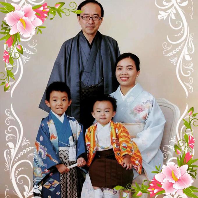 Hot mom Khánh Linh (27 tuổi, nội trợ) nổi tiếng trên mạng xã hội nhờnhững hộp bento* dành cho chồng Nhật. Không chỉ vậy, cô tiếp tục khiến mọi người bất ngờ với những hộp bento cho con trai có các hình ảnh ngộ nghĩnh, đáng yêu.Bento: hộp cơm nhỏ, tiện cho việc mang theo để ăn trưa ở trường học, công sở.