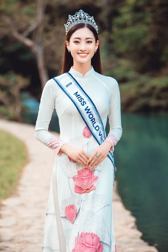 Phong cách của Hoa hậu Lương Thùy Linh và hai Á hậu sau đăng quang - 6