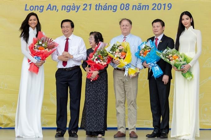 Dù bận rộn với những dự án riêng, HHen Niê và Hoàng Thùy đều hào hứng khi tham gia các hoạt động thiện nguyện.