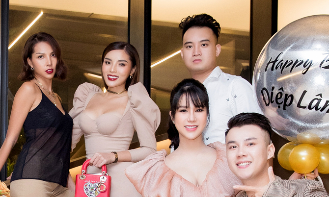 Diệp Lâm Anh mừng sinh nhật bên chồng thiếu gia và hội bạn thân
