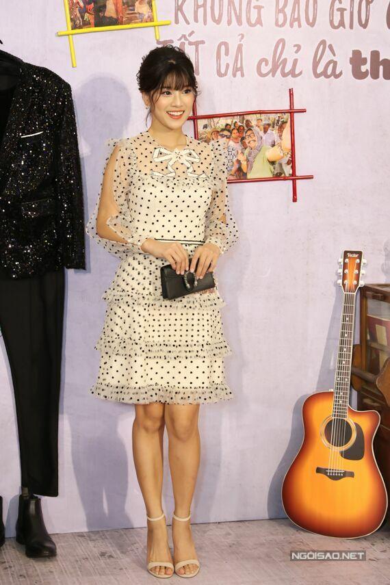 Hoàng Yến Chibi xinh xắn trong buổi ra mắt phim. Những ngày này, nữ ca sĩ - diễn viên đang bận rộn chuẩn bị ra mắt phim Ngôi nhà bươm bướmcó cô tham gia diễn xuất.