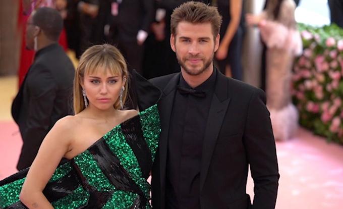 Miley Cyrus và Liam Hemsworth chính thức ly hôn.