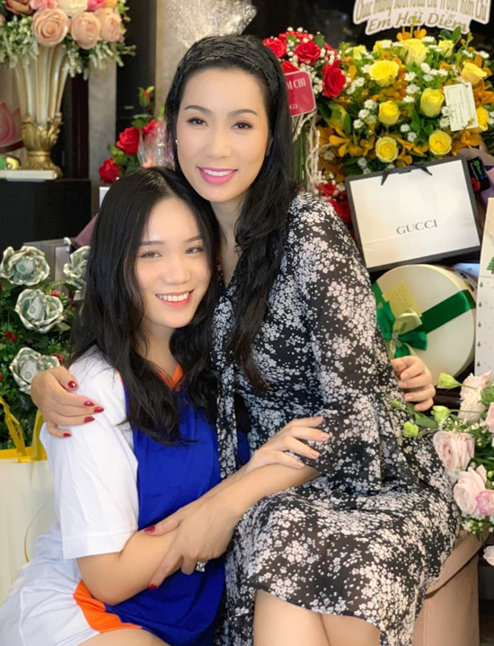 Con gái lớn của Trịnh Kim Chi 17 tuổi, thừa hưởng nhan sắc từmẹ.