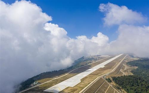 Sân bay ẩn mình trong mây ở Trung Quốc - ảnh 2