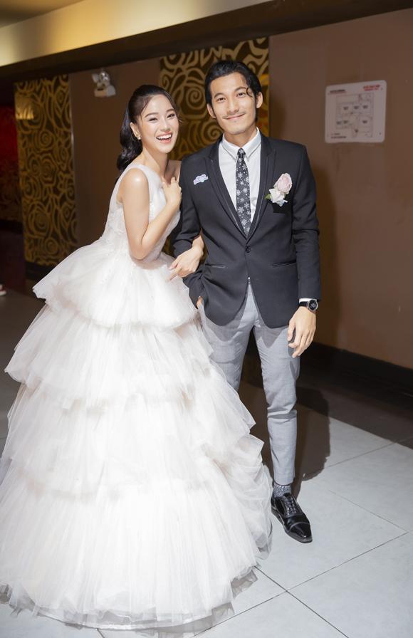 Tại sự kiện, Hoàng Yến Chibi và Liên Bỉnh Phát hóa thân thành cô dâu - chú rể để phù hợp với nhân vật họ đóng trong phim.