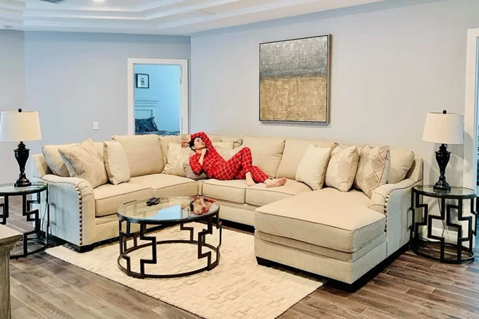 Ngôi nhà trị giá triệu USD, là nơi nghỉ chân cho Lệ Quyên mỗi lần cô lưu diễn Mỹ, được trang hoàng nội thất kiểu quý tộc.