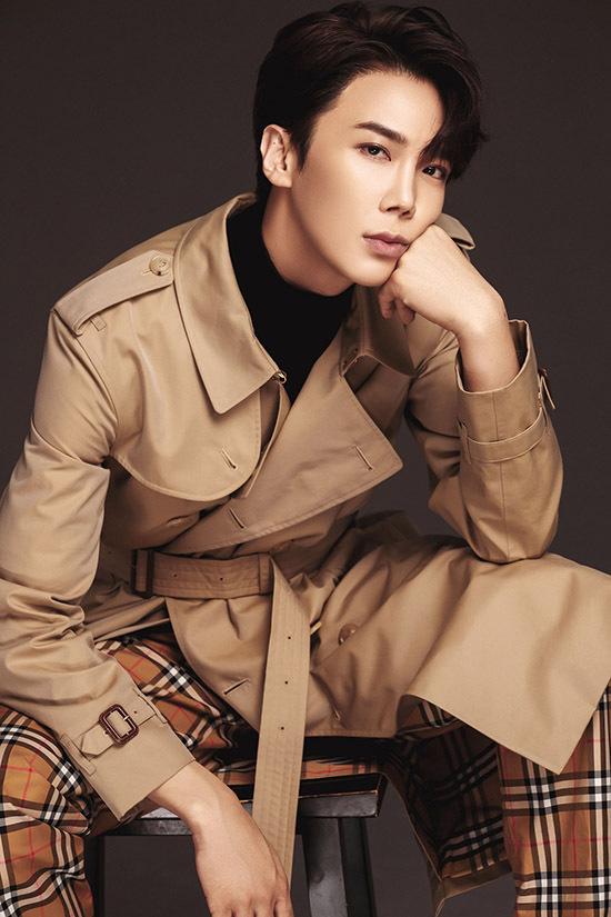 Park Jung Min kém Hari Won 3 tuổi nhưng khá tự tin khi đóng vai bạn trai của cô.
