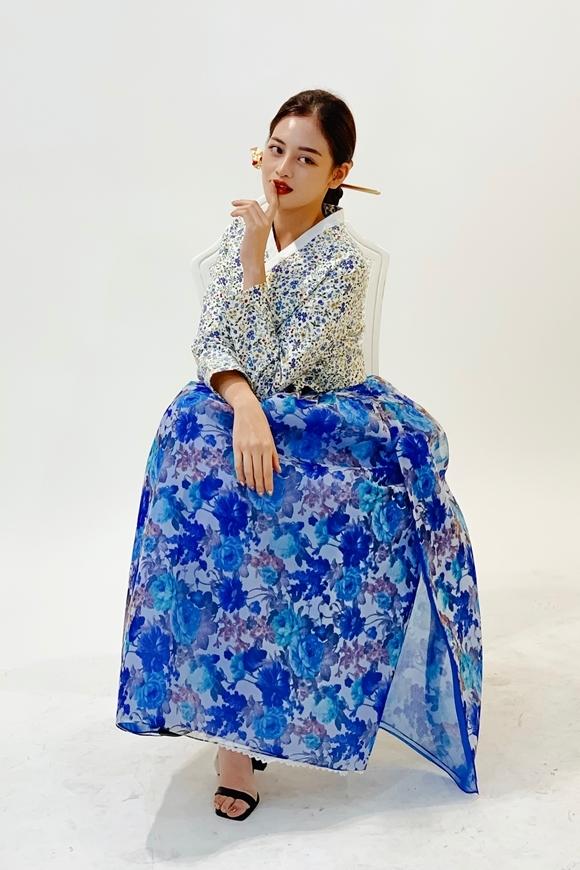 Thùy Anh diện Hanbok.