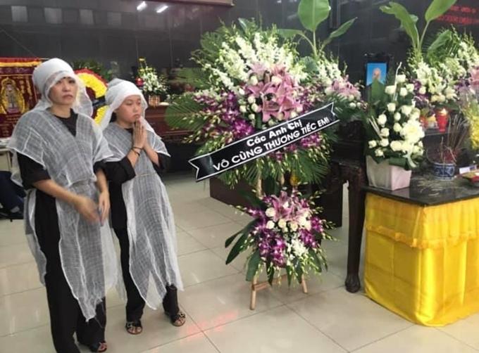 Mẹ con Phương Thanh về chịu tang ông Cường.