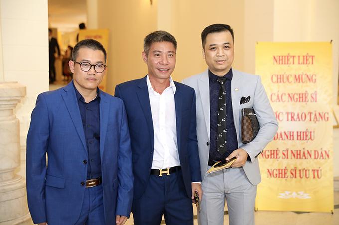 Công Lý (giữa) cũng được trao tặng danh hiệu NSND đợt này. Anh thuộc biên chế của Nhà hát Kịch Hà Nội.