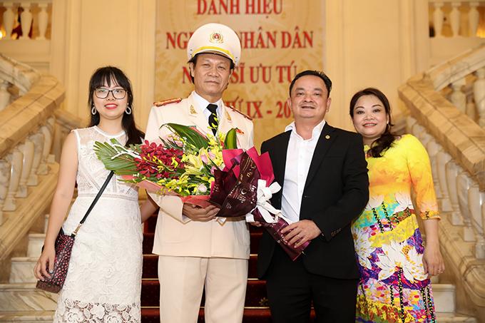 Nghệ sĩ Nguyễn Hải mặc quân phục khi nhận danh hiệu NSND. Ông hoạt động trong lĩnh vực văn nghệ của ngành công an, được nhiều người biết đến qua các vai phản diện qua series Cảnh sát hình sự, Quỳnh búp bê....