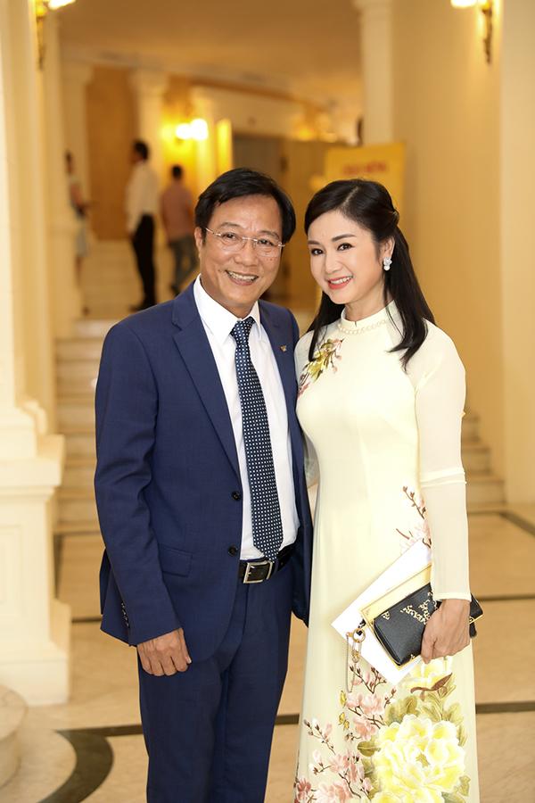 Đạo diễn Trọng Trinh và diễn viên Nguyệt Hà hội ngộ tại buổi lễ. Nguyệt Hà ít xuất hiện trên truyền hình từ lâu để dành thời gian cống hiến cho Nhà hát Kịch Hà Nội. Trong khi đó, đạo diễn Trọng Trinh đã về hưu.