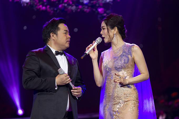 Quang Lê và Lệ Quyên là hai nhân vật chính của liveshow Hẹn nhau ngày đó. Họ song ca Sầu tím thiệp hồng và Nối lại tình xưa.