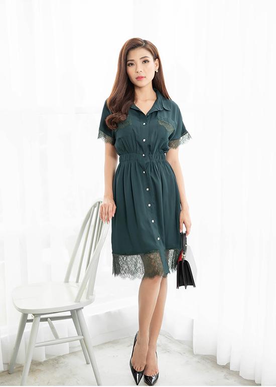 Váy sơ mi trở nên mới mẻ hơn khi kết hợp các chất liệu lụa nhân tạo, ren hài hoà sắc màu.
