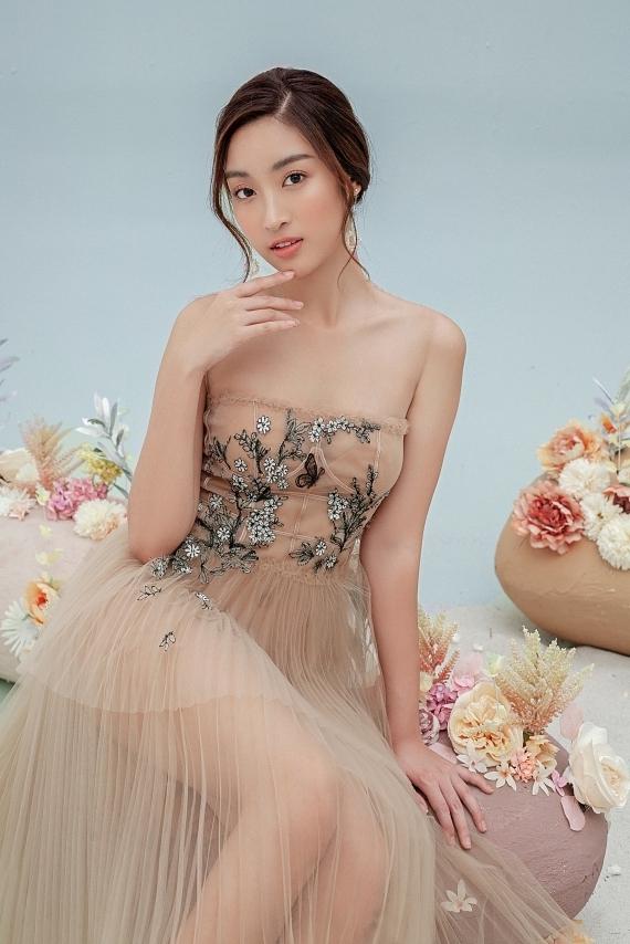 Đỗ Mỹ Linh mặc váy xuyên thấu - 8