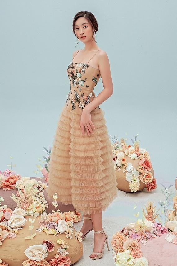 Đỗ Mỹ Linh mặc váy xuyên thấu - 6
