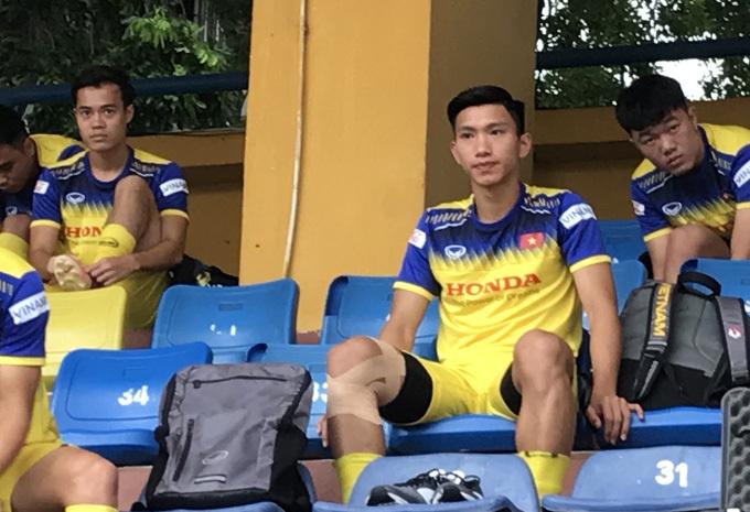 Văn Hậu vẫn ra sân tập cùng tuyển Việt Nam chiều 31/8 dù phải sang Hà Lan vào tối cùng ngày. Ảnh: Đương Phạm.