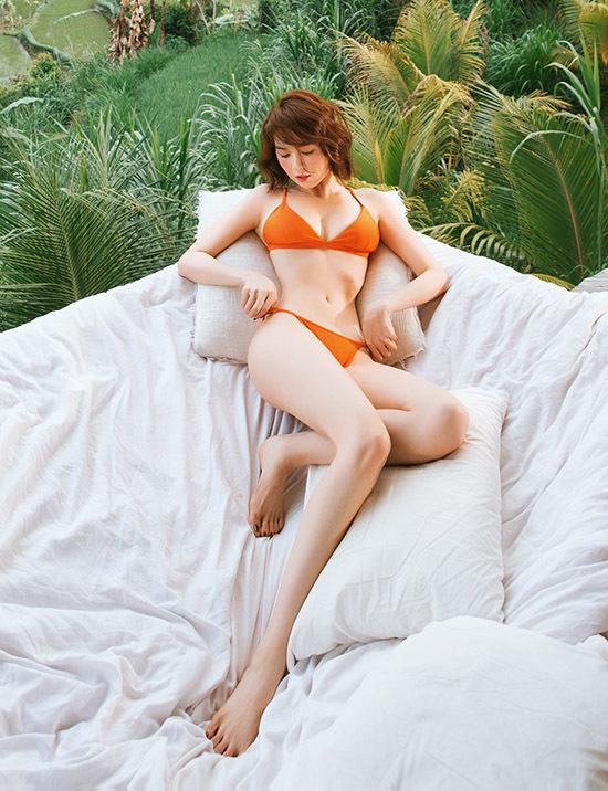 Ngọc Trinh tự hào với vóc dáng sexy ở tuổi 30.