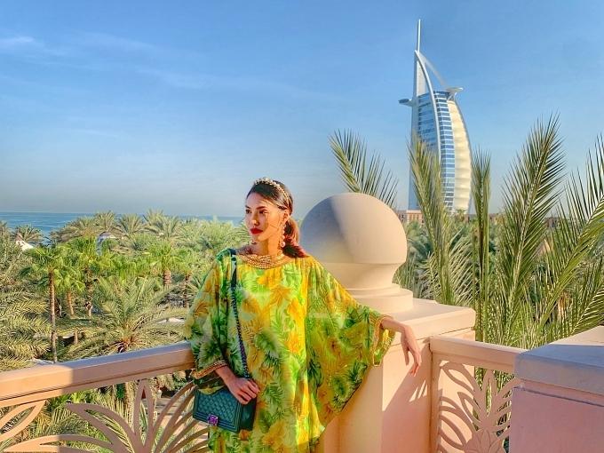 Thời tiết tại Dubai khá nắng nóng nên Lan Khuê không thể chụp nhiều hình ảnh. Cô dành nhiều thời gian khám phá nhiều địa điểm vui chơi, ăn uống mà ít du khách Việt biết đến.