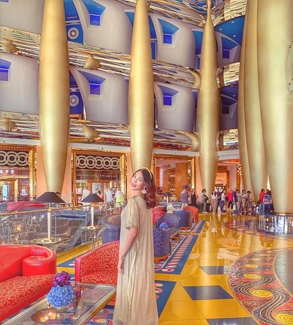 Mê mẫn phong cách nhiều màu sắc ở Dubai, người đẹp dự định nghiên cứu để trang trí cho ngôi nhà của mình tại Việt Nam.
