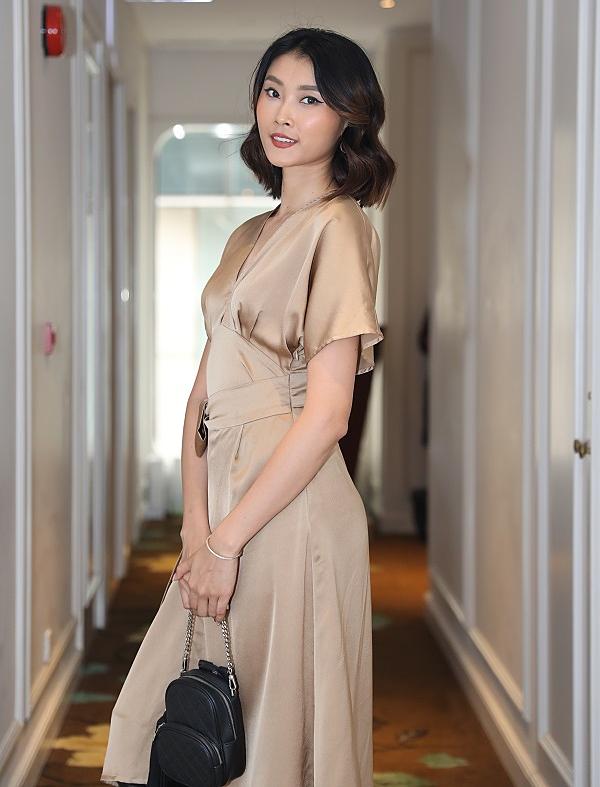 Kim Nhung tò mò về những màu sắc mới lạ mà các bạn thí sinh tham gia cuộc thi Makeup Transformation. Về phong cách thời trang và make up, cô ưa chuộng kiểu trang điểm đơn giản, tôn lên những đường nét tự nhiên của gương mặt thay vì kiểu làm đẹp ấn tượng, tạo sự nổi bật như trước đây.