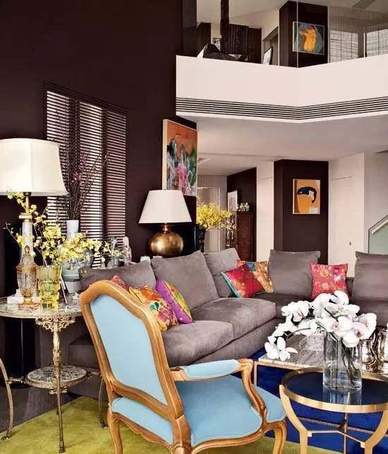 Bên cạnh căn nhà ở Hong Kong, Lưu Gia Linh còn có nhà ở Thượng Hải, nơi vợ chồng cô thi thoảng lui tới.  Nữ diễn viên mua căn hộ rộng hơn 400m2, hai phòng khách, ba phòng ngủnàytại khu The Bund, giá khoảng 100 triệu NDT (13 triệu USD).