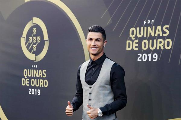 C. Ronaldo trở về quê nhà nhận giải Cầu thủ hay nhất năm