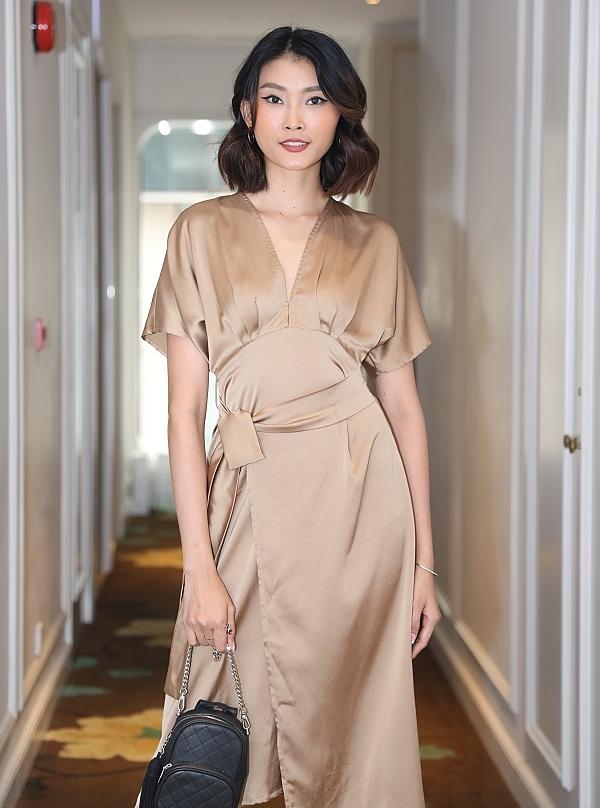 Người mẫu Kim Nhung chuộng lối make-up đơn giản, phô diễn cá tính.