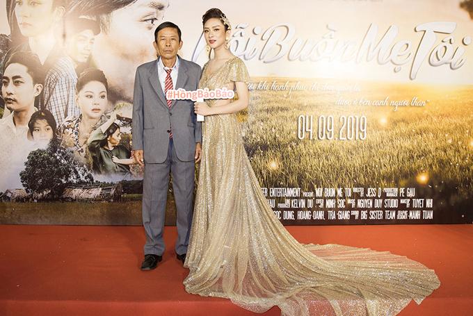 Bố Hồng Bảo Bảo từ Tiền Giang lên chung vui với con gái.